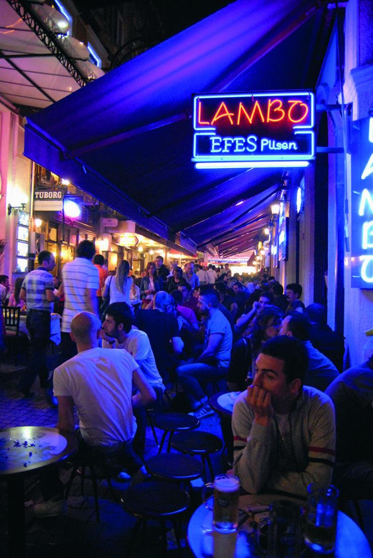 Ambiente nocturno en Estambul