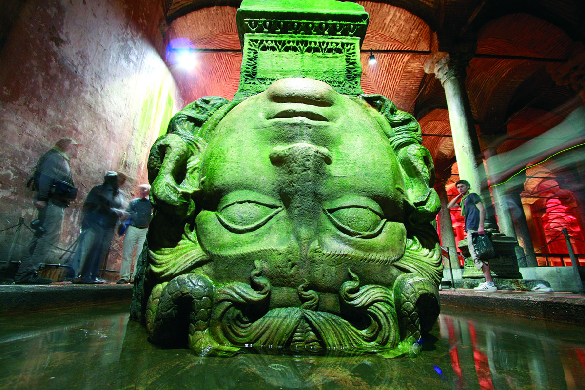 Cabeza de Medusa en la cisterna de Yerebatan