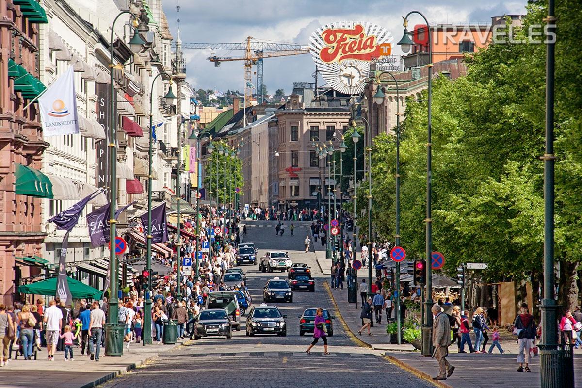 La calle Karl Johans es la calle principal de Oslo