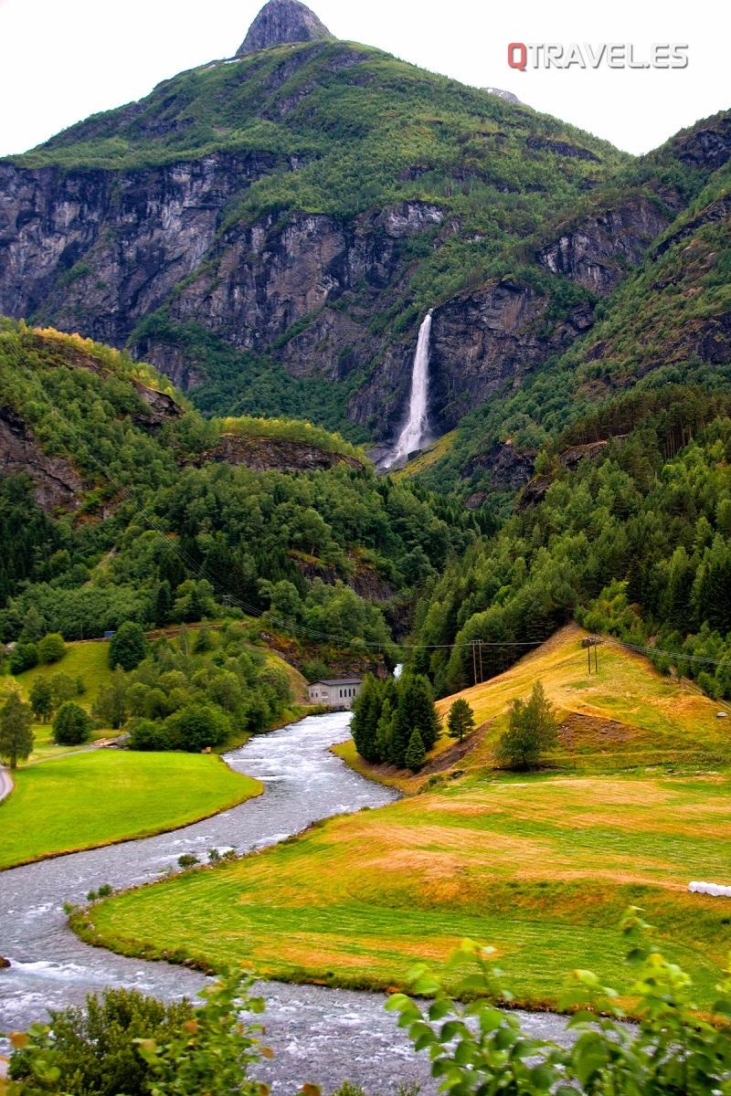 Guía para realizar la ruta Norway in a Nutshell desde Bergen Típicos paisajes en el recorrido en tren desde Myrdal a Flam