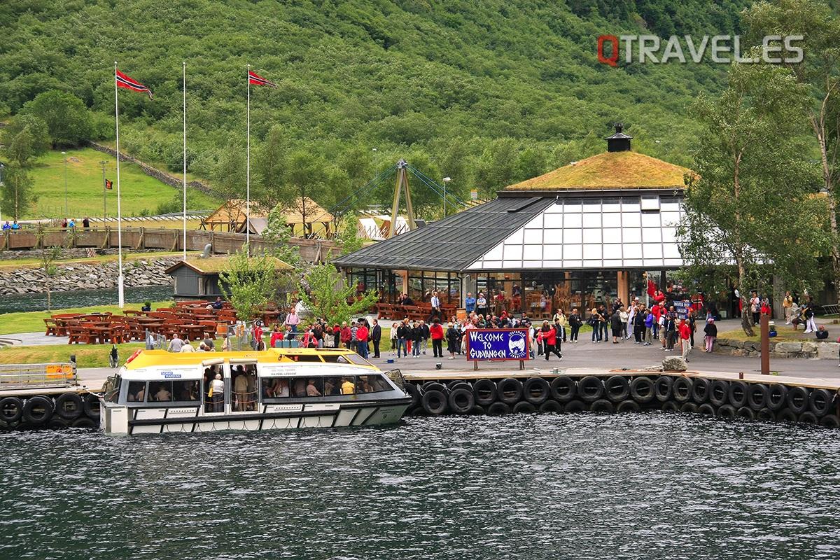 Guía para realizar la ruta Norway in a Nutshell desde Bergen Paisajes desde el Ferry de Flam a Gudvangen
