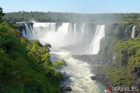 Cataratas-de-Iguazu-en-la-parte-Argentina