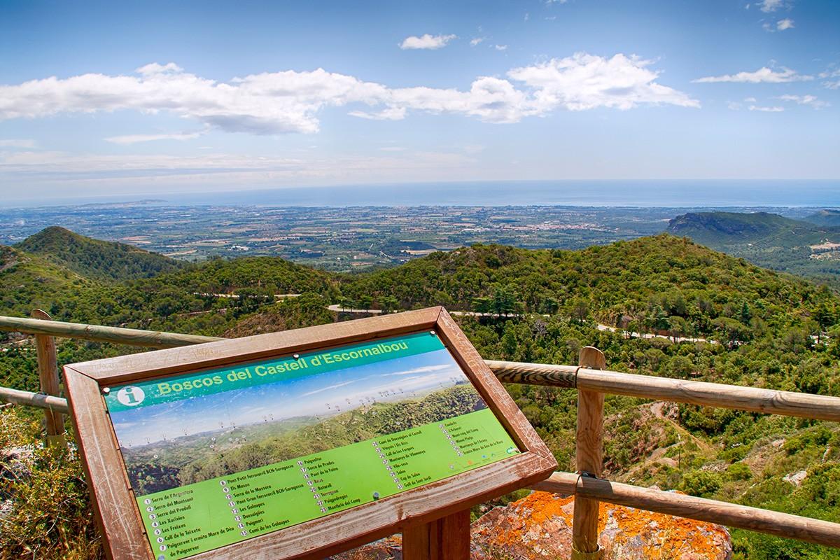 Mirador de las Montañas de la Costa Daurada desde San Miguel de Escornebou