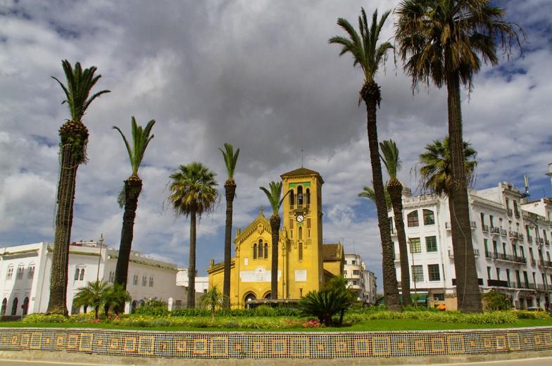 Plaza Moulay el Mehdi con la Iglesia de Nuestra señora de la Victoria