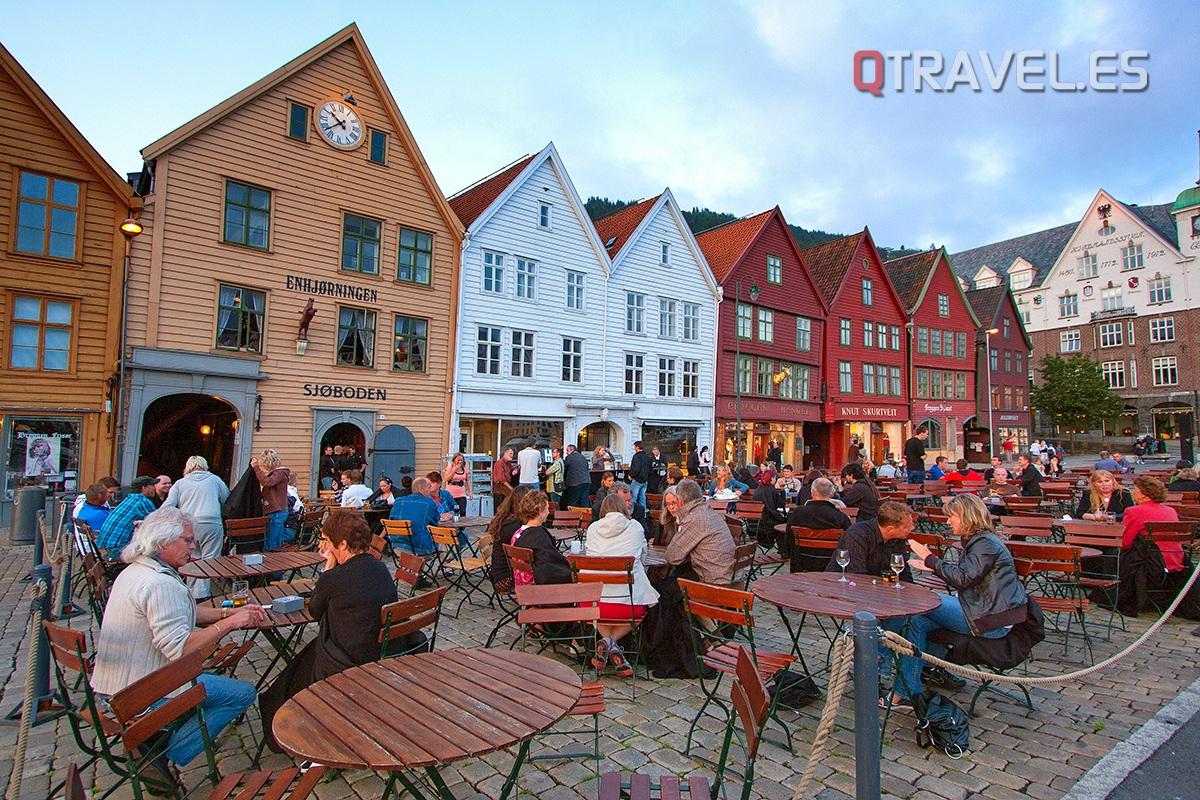 La zona del puerto Bergen es la más animada