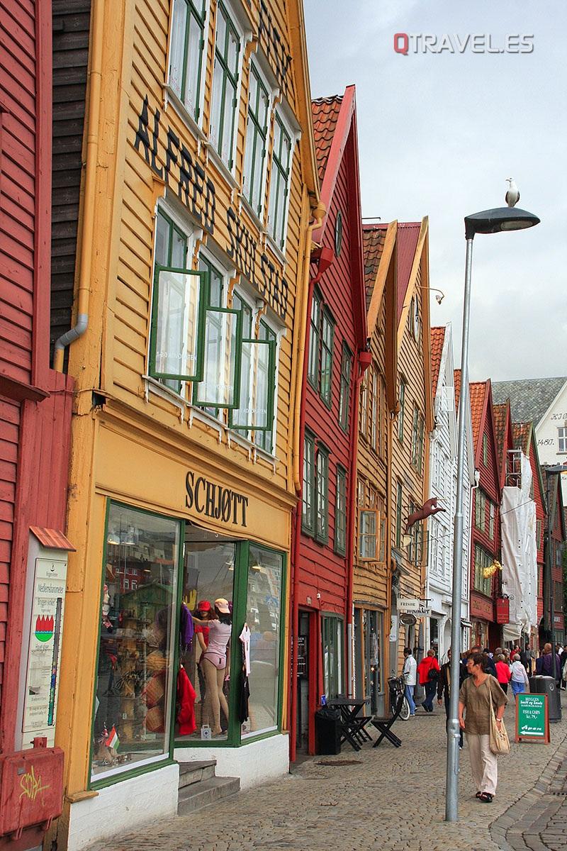 Interior de Bryggen, el barrio antiguo pesquero de Bergen