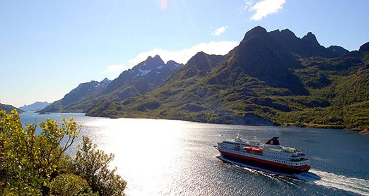 Hurtigruten guiará las costas noruegas en español