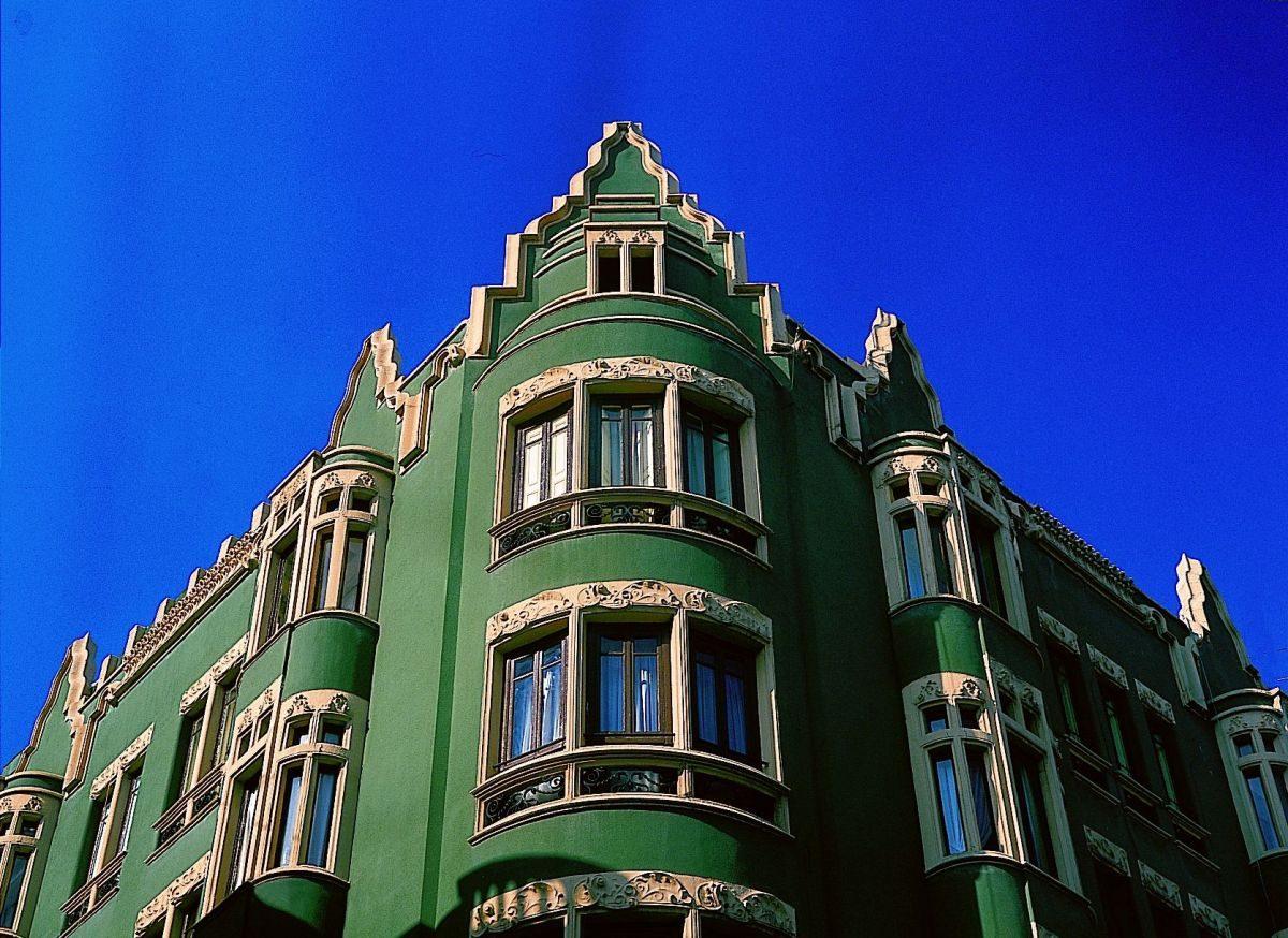 Edificio calle Jovellanos, esquina calle La Merced