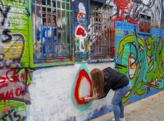 La calle Werregarenstraatje es un lienzo al aire libre para los artistas del grafiti.