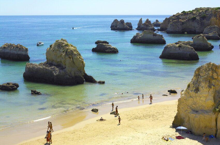 Algarve reabre sus playas y arranca la temporada de baño