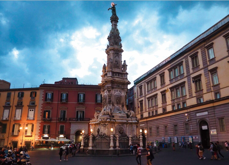 Recorrido por la história de Nápoles