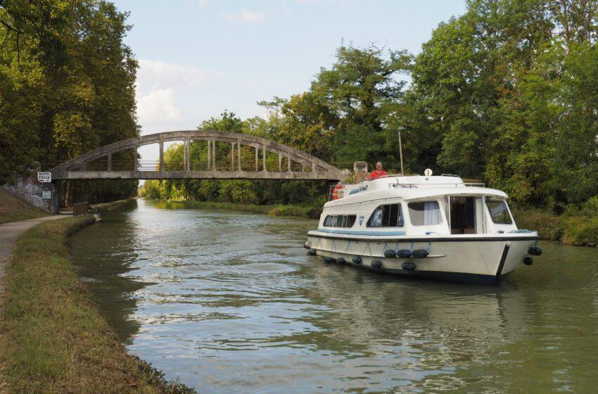 Navegando por el Canal de Garona entre Castelsarrasin y Moissac