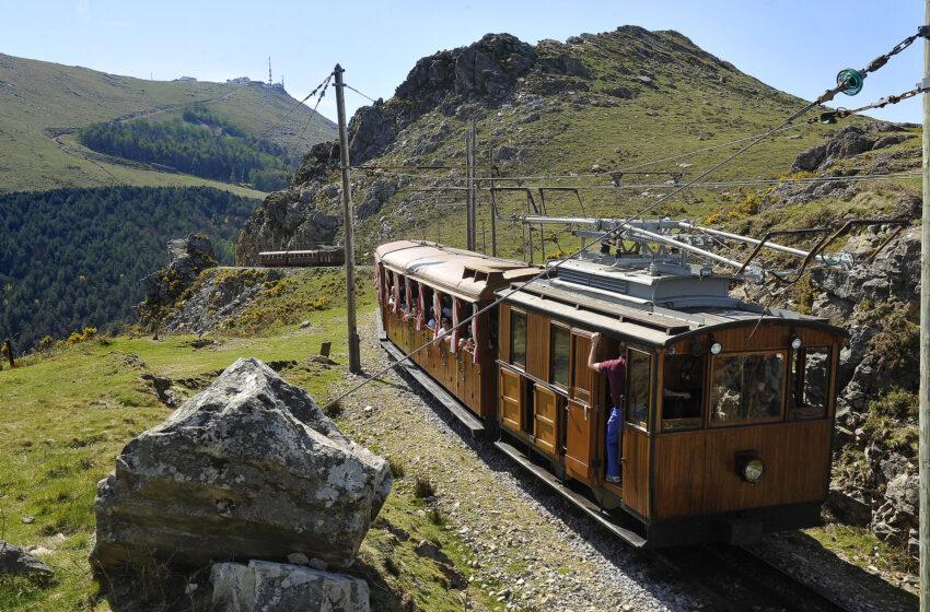 Este verano sube a la cima mítica con el tren de Larrun