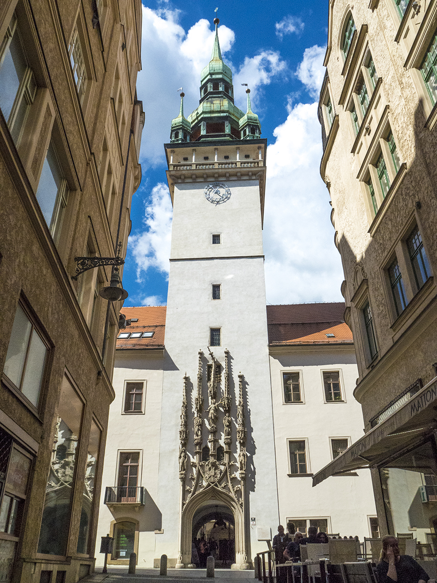 Brno torre del reloj del antiguo Ayuntamiento