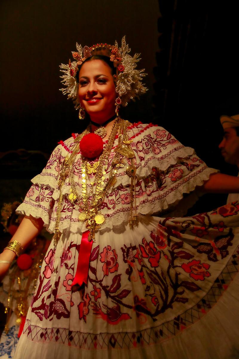 Traje tipico panameño, la Pollera