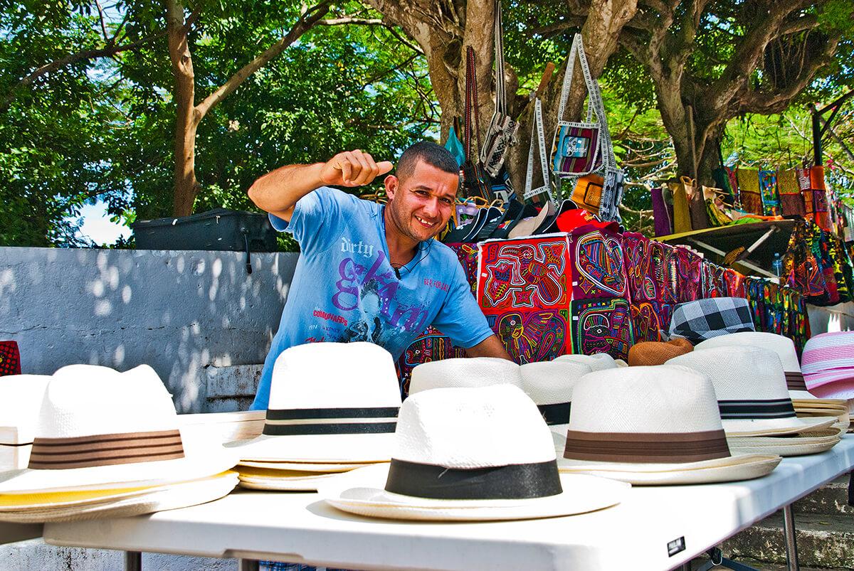 Vendedor de sombreros panameños