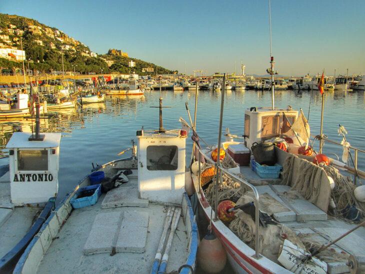 Roses Puerto pesquero